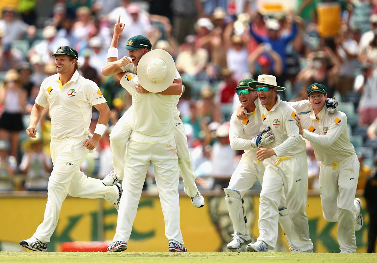 PERTH, AUSTRALIA - DECEMBER 17:  The Australian Team celebrate victory during day five of the Third Ashes Test Match between Australia and England at WACA on December 17, 2013 in Perth, Australia.  (Photo by Ryan Pierse/Getty Images)