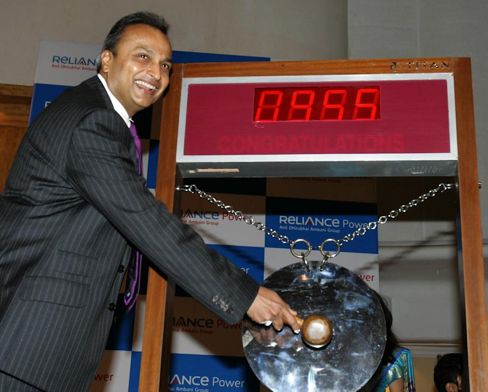 Chairman of India's Reliance Power Anil Ambani sounds a gong at a ceremony to mark the listing of the company at The Bombay Stock Exchange (BSE) in Mumbai on February 11, 2008. Reliance Power, which managed a record initial share offer last month, fell as much as 13.5 percent in its debut on Indian bourses on concern about the global economic outlook. After a brief gain to 599 Indian Rupees (USD 15.08), it quickly fell to as low as 389 Indian Rupees (USD 9.80) on the exchange. Reliance Power aims to build a dozen major power plants in the next decade in India and had snapped up 2.9 billion USD in an eagerly subscribed initial share sale in January 2008, priced at 450 Indian Rupees (11.54 dollars). AFP PHOTO/Sajjad HUSSAIN