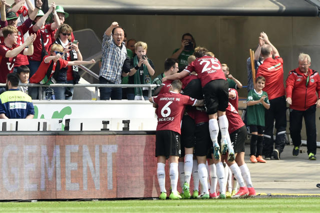Soccer Football - Hannover 96 v VfB Stuttgart - 2. Bundesliga - HDI-Arena, Hannover, Germany - 14/5/17 Hannover's Felix Klaus celebrates scoring their first goal with team mates Reuters / Fabian Bimmer Livepic DFL RULES TO LIMIT THE ONLINE USAGE DURING MATCH TIME TO 15 PICTURES PER GAME. IMAGE SEQUENCES TO SIMULATE VIDEO IS NOT ALLOWED AT ANY TIME. FOR FURTHER QUERIES PLEASE CONTACT DFL DIRECTLY AT + 49 69 650050.