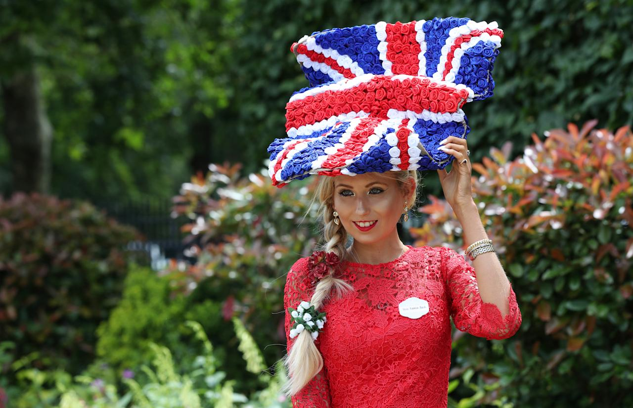 Attendee Natalia Beach flew the British flag at the annual racing event with a Union Jack-themed hat. <em>[Photo: Getty]</em>