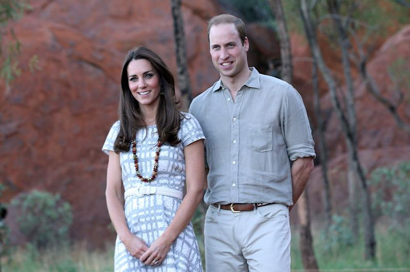 Kate looked casual, but chic in Hobbs while visiting Uluru/Ayers Rock in Australia in April 2014.