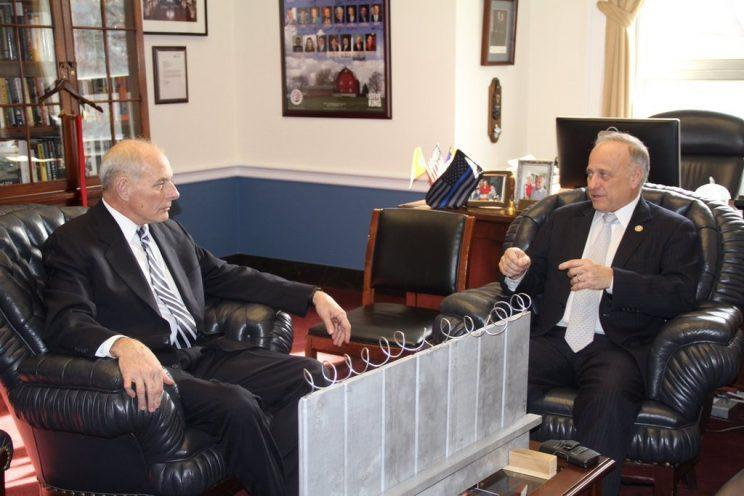 Rep. Steve King, right, shows off his border-wall model to Gen. John Kelly before Kelly took office as secretary of homeland security. (Photo: Twitter.com/SteveKingIA)