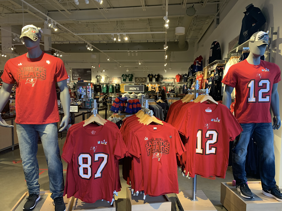 Bucs gear featuring former Patriots Tom Brady and Rob Gronkowski can be had in the Boston area. (Pete Thamel/Yahoo Sports)