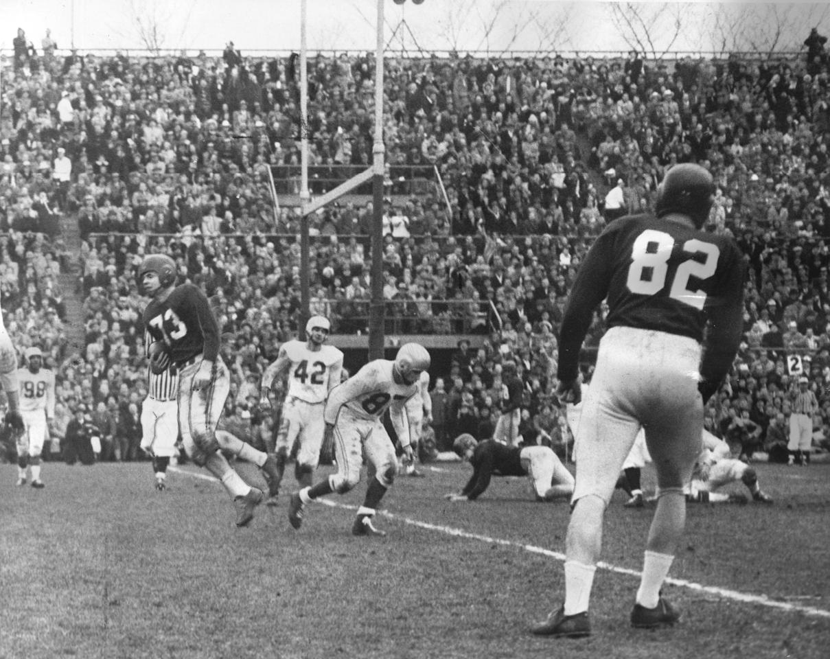 NOVEMBER 28, 1954 -- ESKIMOS RALLY TO UPSET ALOUETTES, 26-25 IN GREY CUP ACTION -- Montreal Alouettes' Red O'Quinn scores a second major on the pass from Sam Briggs (42) and Bryant (87) are Edmont Eskimos defenders during CFL action in Toronto. Photo by John Boyd / The Globe and Mail  Published Nov. 29, 1954