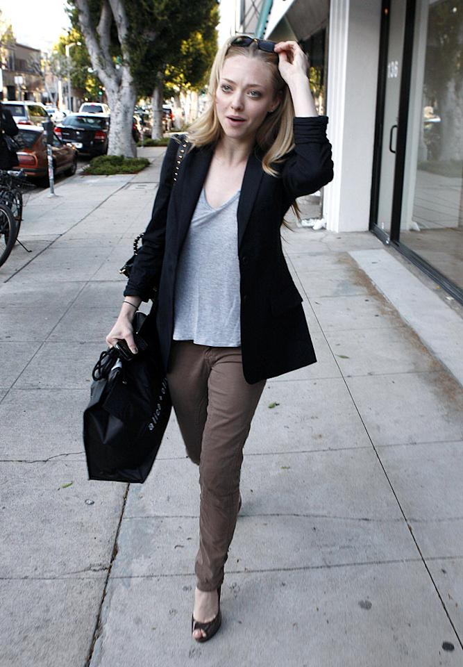 """Keeping it casual after her big Oscars weekend, """"Dear John"""" star Amanda Seyfried emerged with a bag of goodies after an expedition to the Alice + Olivia boutique. Ice/<a href=""""http://www.x17online.com"""" target=""""new"""">X17 Online</a> - March 9, 2010"""