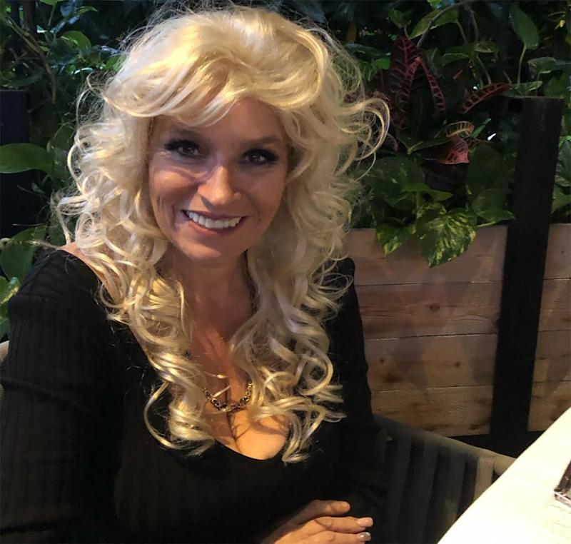 Dog The Bounty Hunter Star Beth Chapman Shows Off Her Bright