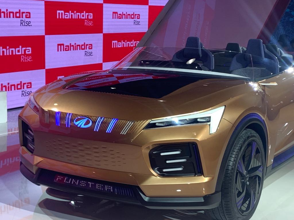 The front is something which we will soon see on the new XUV500, and while it has the traditional Mahindra grille, the headlamps are larger and the intakes are bigger.