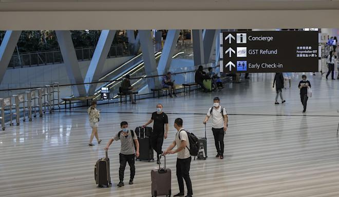 Tourists wearing surgical masks walk through the Jewel Changi Airport mall in Singapore, 23 March 2020. Photo: EPA-EFE