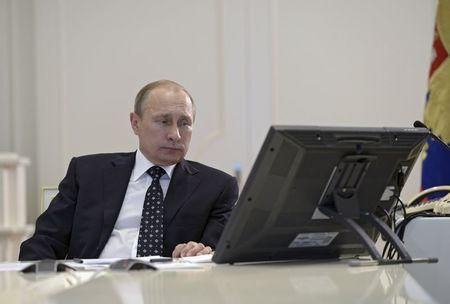 Russian President Vladimir Putin attends a video conference dealing with the commissioning of military products at the Kremlin's Command Center in Moscow, Russia, July 16, 2015. REUTERS/Alexei Nikolsky/RIA Novosti/Kremlin