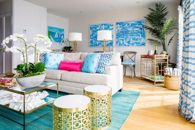 The living room space in the Lilly Pulitzer suite at the Watch Hill Inn. (Photo: Lilly Pulitzer)