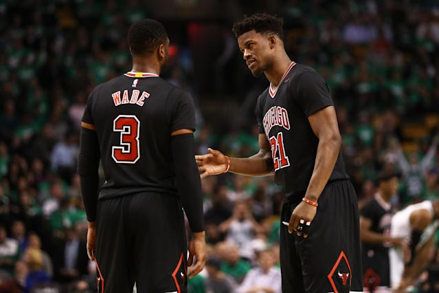 """<a class=""""link rapid-noclick-resp"""" href=""""/nba/players/4912/"""" data-ylk=""""slk:Jimmy Butler"""">Jimmy Butler</a> tries to talk to Dwyane Wade. (Getty Images)"""