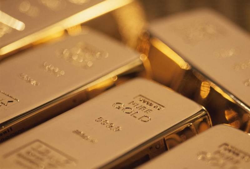 Florida Couple Accuses Neighbors of Stealing $26,000 in Retirement Gold Hidden in a Litter Box