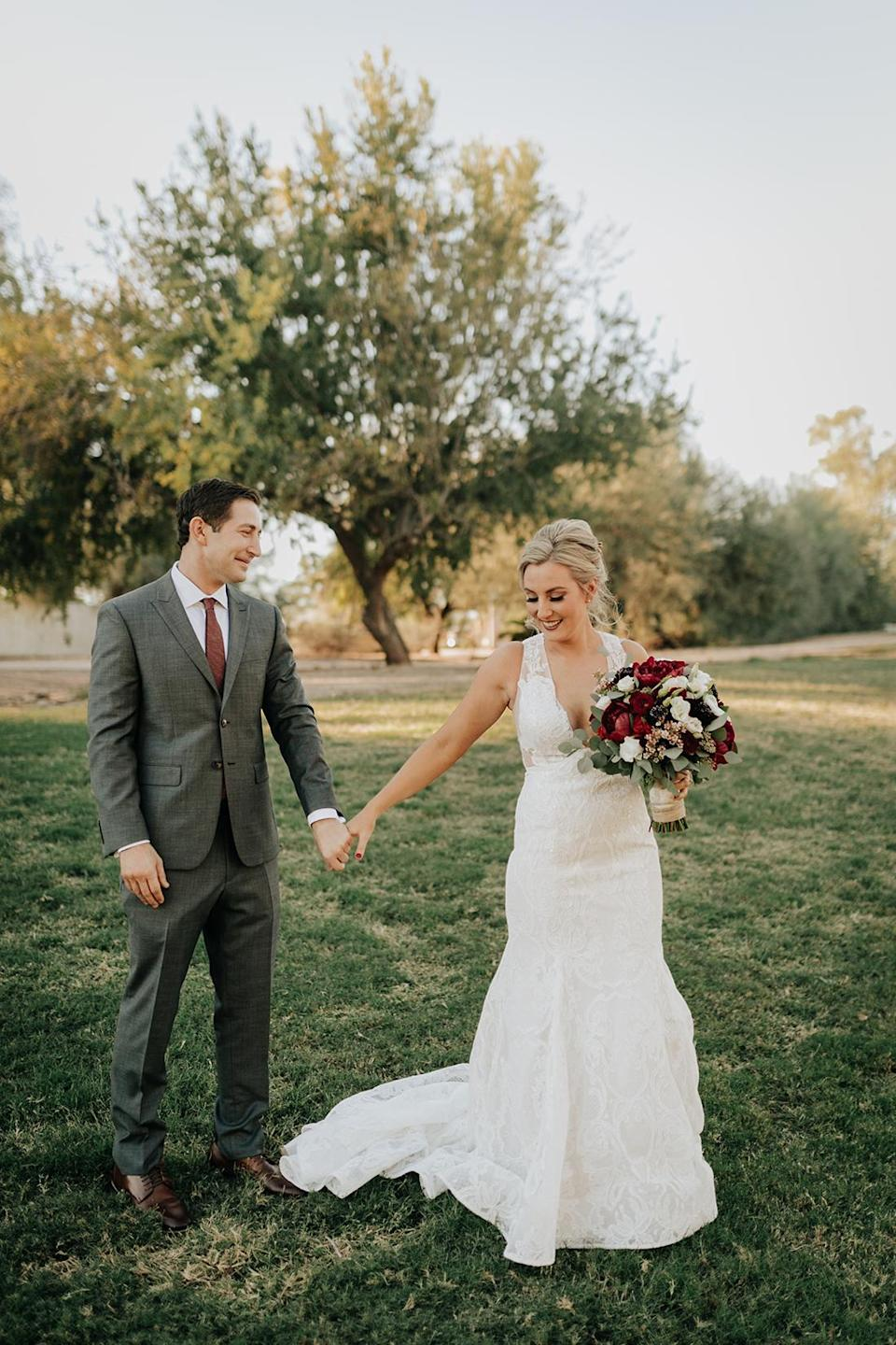 """The """"real"""" first-look photo from Erin and Ean Goldberg's wedding day. (Photo: Molly McElenney Photography)"""