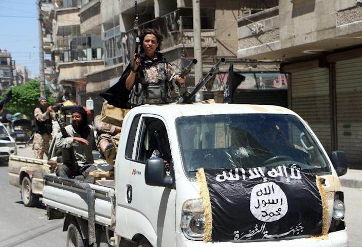 Fighters from Al-Qaeda's Syrian affiliate Al-Nusra Front drive armed vehicles in the northern Syrian city of Aleppo as they head to a frontline, on May 26, 2015 (AFP Photo/Fadi al-Halabi)