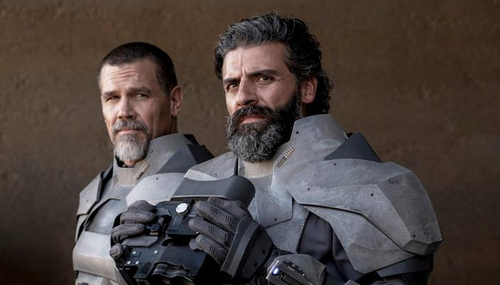 """A picture of Oscar Isaac and Josh Brolin in """"Dune."""""""