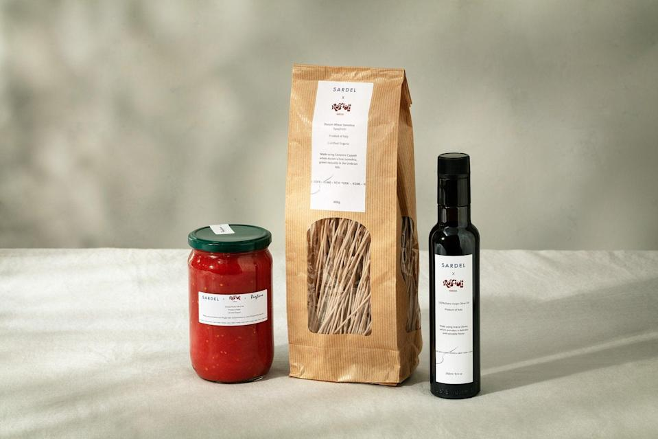 """<h2>Sardel x Roscioli Pasta Kit</h2><br>Pro tip: this is a great gift for a best friend that you live with, so that you can reap the benefit of a home-cooked Mediterranean meal. Italian cookware brand Sardel partnered with Rome's <a href=""""https://www.cntraveler.com/restaurants/rome/roscioli"""" rel=""""nofollow noopener"""" target=""""_blank"""" data-ylk=""""slk:Roscioli"""" class=""""link rapid-noclick-resp"""">Roscioli</a>, one of the city's best-loved restaurants, to source top-quality ingredients from all over Italy — olive oil from Lazio, tomato sauce from Puglia, and rustic spaghetti from Umbria — to create a simple but utterly sublime meal kit.<br><br><em>Shop <strong><a href=""""https://sardelkitchen.com/"""" rel=""""nofollow noopener"""" target=""""_blank"""" data-ylk=""""slk:Sardel"""" class=""""link rapid-noclick-resp"""">Sardel</a></strong></em><br><br><strong>Sardel x Roscioli</strong> Roscioli Pasta Kit, $, available at <a href=""""https://go.skimresources.com/?id=30283X879131&url=https%3A%2F%2Fsardelkitchen.com%2Fproducts%2Froscioli-kit"""" rel=""""nofollow noopener"""" target=""""_blank"""" data-ylk=""""slk:Sardel"""" class=""""link rapid-noclick-resp"""">Sardel</a>"""