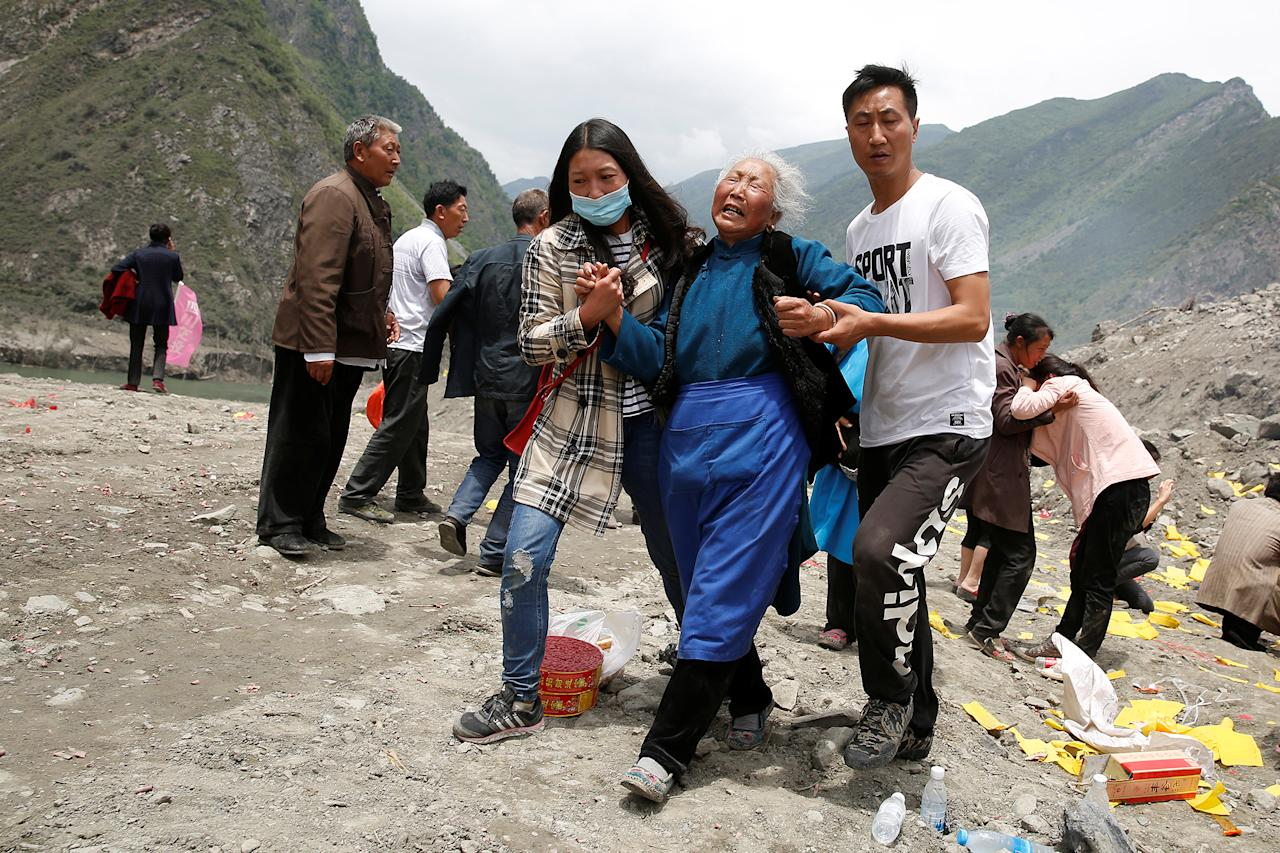<p>Relatives of victims react at the site of a landslide in the village of Xinmo, Mao County, Sichuan Province, China, June 26, 2017. (Photo: Aly Song/Reuters) </p>