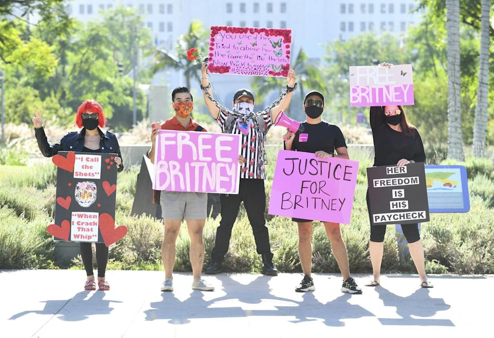 LOS ANGELES, CALIFORNIA - OCTOBER 14: Protesters at the #FreeBritney protest outside of the courthouse on October 14, 2020 in Los Angeles, California. (Photo by Rodin Eckenroth/Getty Images)