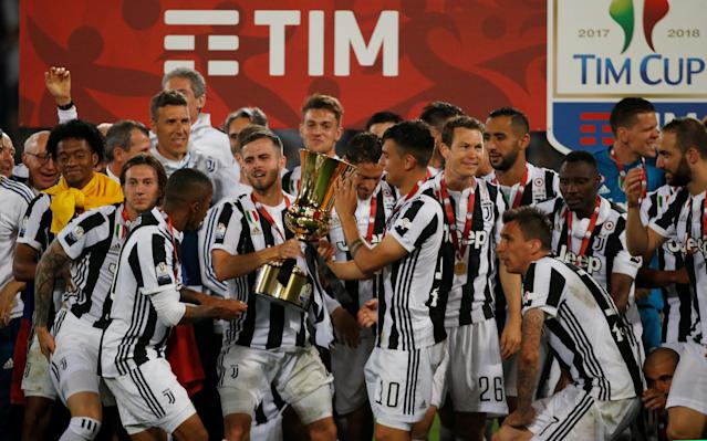 Soccer Football - Coppa Italia Final - Juventus vs AC Milan - Stadio Olimpico, Rome, Italy - May 9, 2018 Juventus' Miralem Pjanic and Paulo Dybala celebrate with the trophy after winning the Coppa Italia REUTERS/Stefano Rellandini