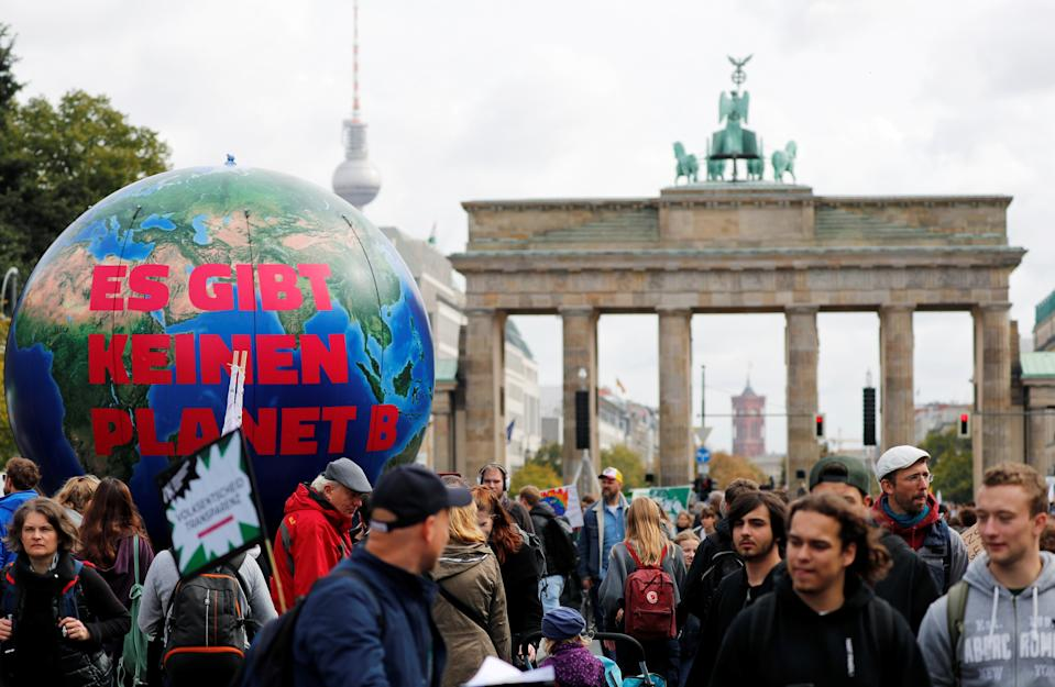 "People gather in front of the Brandenburg Gate to take part in the Global Climate Strike of the movement Fridays for Future, in Berlin, Germany, September 20, 2019. The inflatable globe reads: ""There is no planet B"". REUTERS/Fabrizio Bensch"