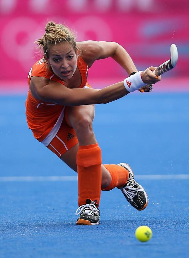 LONDON, ENGLAND - JULY 29: Eva De Goede of Netherlands in action during the Women's Pool WA Match W02 between the Netherlands and Belgium at the Hockey Centre on July 29, 2012 in London, England. (Photo by Daniel Berehulak/Getty Images)
