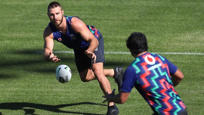 Karl Lawton (left) passing to Peta Hiku during a New Zealand Warriors training session in Tamworth