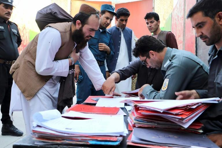The release of the 400 militants was approved at the weekend by a gathering of thousands of prominent Afghans