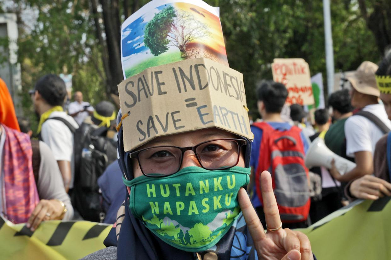 Hundreds of young environmental activists campaigning against the climate crisis in Jakarta on September 20, 2019. (Photo: Aditya Irawan/NurPhoto via Getty Images)