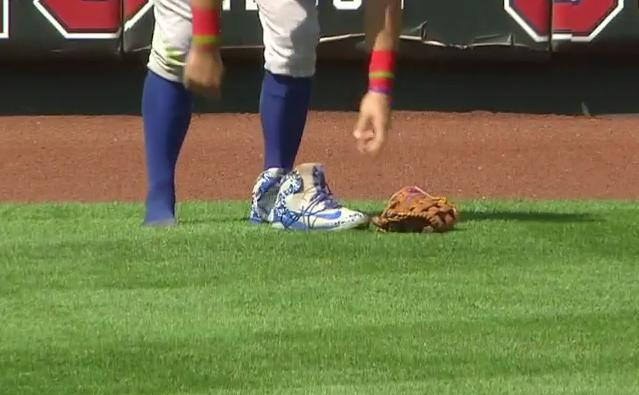 Kyle Schwarber recovers his shoe after avoiding another disaster in the outfield. (MLB)