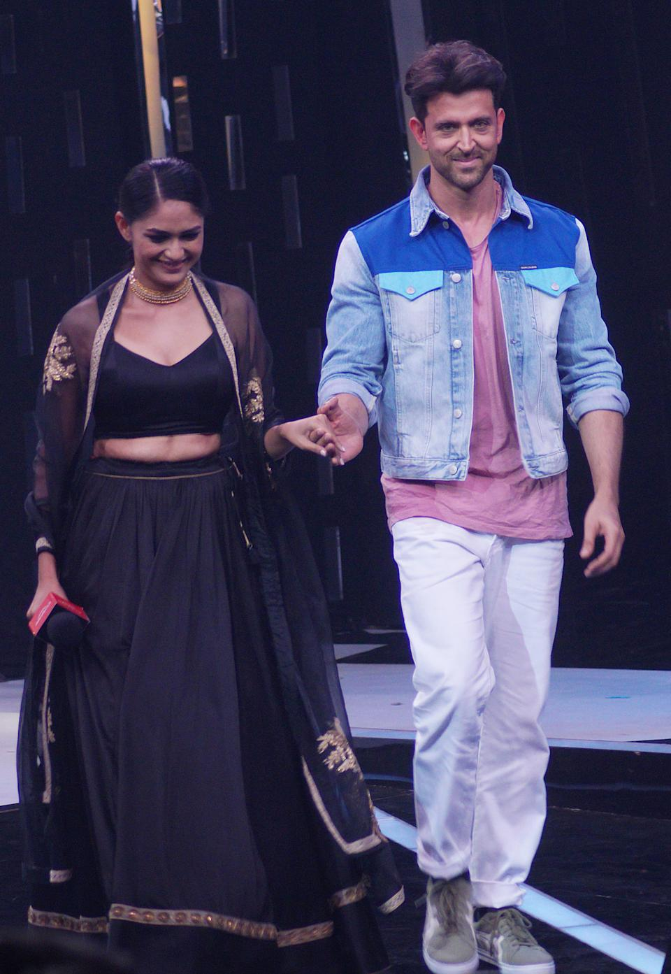 In the earlier photos, you saw Hrithik giving us lessons on how to wear black. Here, take a note of how he mixes colours. Very few can pull of this combination, especially white pants and a pink t-shirt. Hrithik looks effortlessly cool in this look. And can we please take a moment to appreciate that denim jacket?