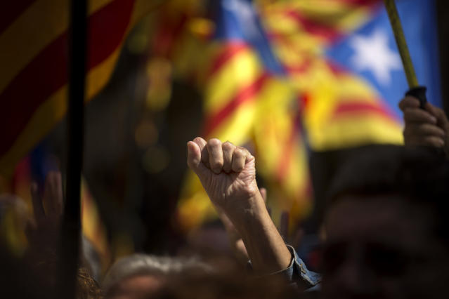 <p>A pro Independence demonstrator gestures as Catalan mayors under investigation take part in a march, outside the Generalitat Palace, to protest against the ruling of the constitutional court ahead of a planned independence referendum in the Catalonia region, in Barcelona, Spain, Saturday, Sept. 16, 2017. (Photo: Emilio Morenatti/AP) </p>