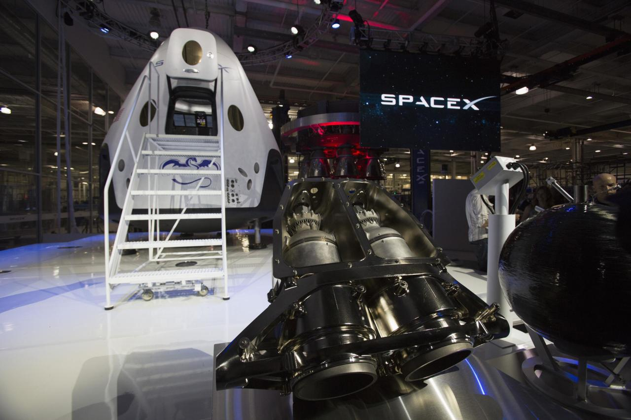 The engines of the Dragon V2 spacecraft are pictured after it was unveiled in Hawthorne, California May 29, 2014. Space Exploration Technologies, or SpaceX, on Thursday unveiled an upgraded passenger version of the Dragon cargo ship NASA buys for resupply runs to the International Space Station. REUTERS/Mario Anzuoni (UNITED STATES - Tags: POLITICS TRANSPORT SCIENCE TECHNOLOGY SOCIETY)