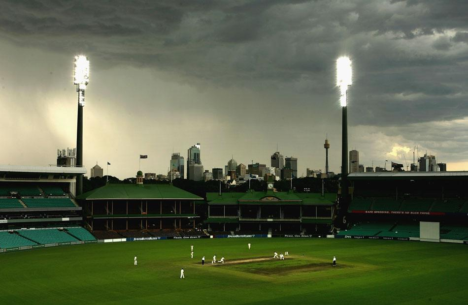 SYDNEY, AUSTRALIA - DECEMBER 19:  A general View of the SCG during day four of the Pura Milk Cup match between NSW Blues and the Tasmanian Tigers played at the Sydney Cricket Ground, December 19, 2004 in Sydney, Australia. (Photo by Adam Pretty/Getty Images)