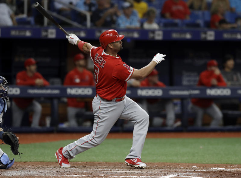 Pujols gets curtain call in St. Louis after HR