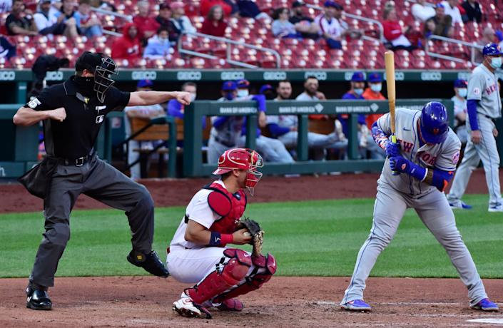 Mets' Jonathan Villar is called out on strikes by umpire Brennan Miller in Monday's game against the Cardinals.