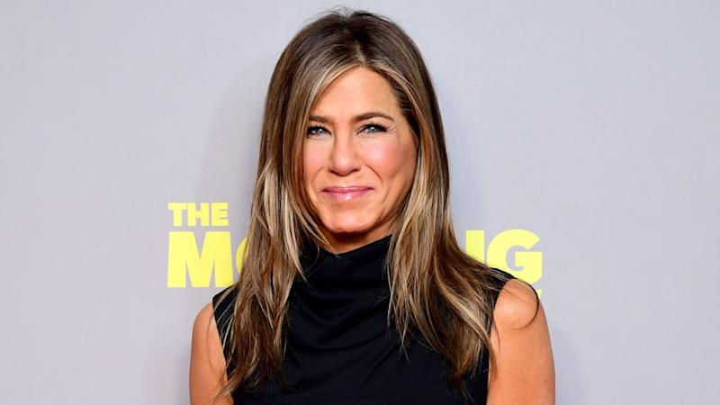 Jennifer Aniston Pays Tribute to 'Iconic' Cast of 'Friends' While Accepting People's Icon Award