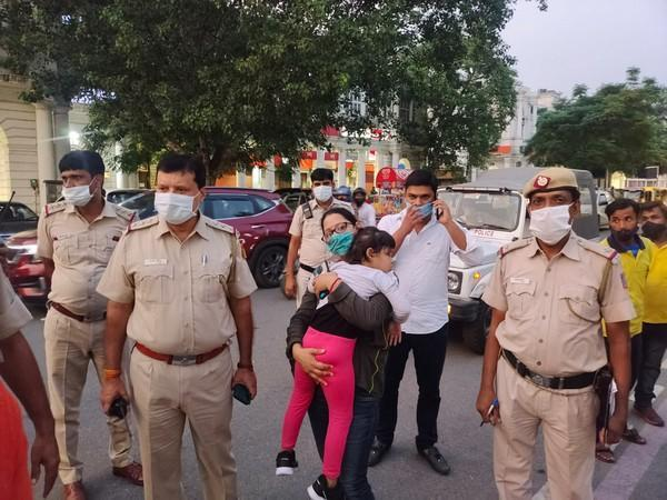 Delhi Police reunites 3-year-old with her mother at Connaught Place