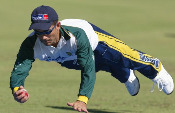 BRISBANE, AUSTRALIA - MAY 11: Justin Langer of Australia in action during  a team training session at Allan Border Oval in preperation for their tour to Zimbabwe May 11, 2004 in Brisbane, Australia.  (Photo by Jonathan Wood/Getty Images)