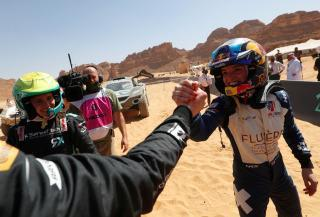 <em>Catie Munnings is congratulated by Molly Taylor of Rosberg X Racing during the Desert X Prix (Sam Bloxham / LAT Images).</em>
