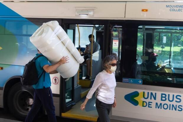 Mehmet Altun, a student at ETS, moved most of his belongings by public transit over the course of two weeks last year. (Ivanoh Demers/Radio-Canada - image credit)