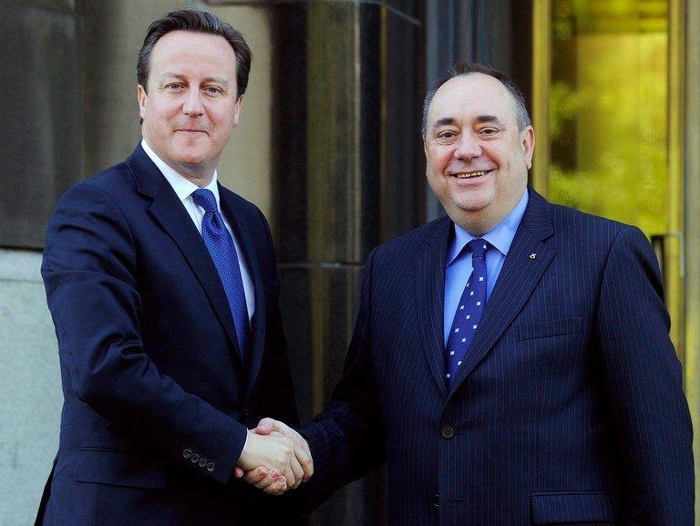 British Prime Minister David Cameron (left) shakes hands with Scotland's First Minister Alex Salmond outside St Andrews House in Edinburgh on October 15, 2012. Salmond said on Thursday that Scots will vote on September 18, 2014 in a referendum on whether the country should be independent