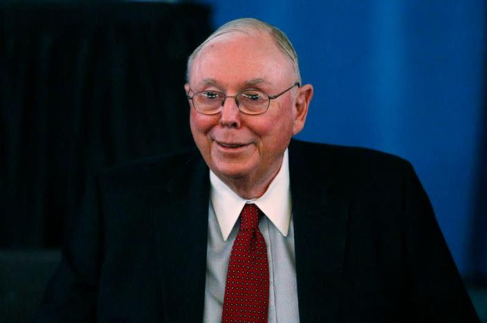 Berkshire Hathaway Vice Chairman Munger arrives to begin the company's annual meeting in Omaha