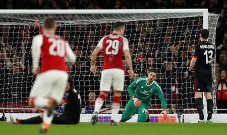 Soccer Football - Europa League Round of 16 Second Leg - Arsenal vs AC Milan - Emirates Stadium, London, Britain - March 15, 2018 AC Milan's Gianluigi Donnarumma looks dejected after Arsenal's Granit Xhaka scores their second goal Action Images via Reuters/John Sibley