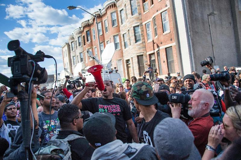 Demonstrators chant on Pennsylvania Avenue in Baltimore, Maryland on April 28, 2015, one day after violent riots and looting erupted (AFP Photo/Jim Watson)