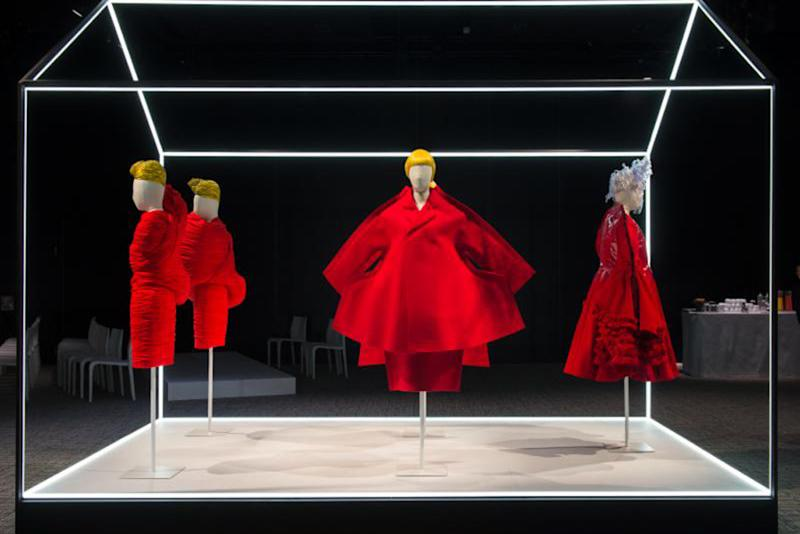 Met museum gives preview of costume institute exhibition for Metropolitan museum of art exhibitions