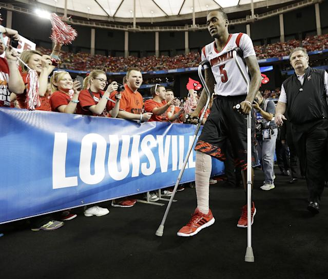 Fans cheer as Louisville's Kevin Ware takes to the court before the first half of the NCAA Final Four tournament college basketball semifinal game against Wichita State, Saturday, April 6, 2013, in Atlanta. (AP Photo/John Bazemore)