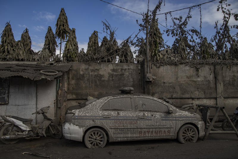 A police car is seen covered in volcanic ash from Taal Volcano's eruption on January 14, 2020 in Talisay, Batangas province, Philippines. (Photo: Ezra Acayan/Getty Images)