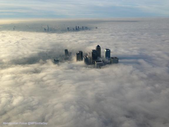Heavy Fog Enshrouds London (Photo)