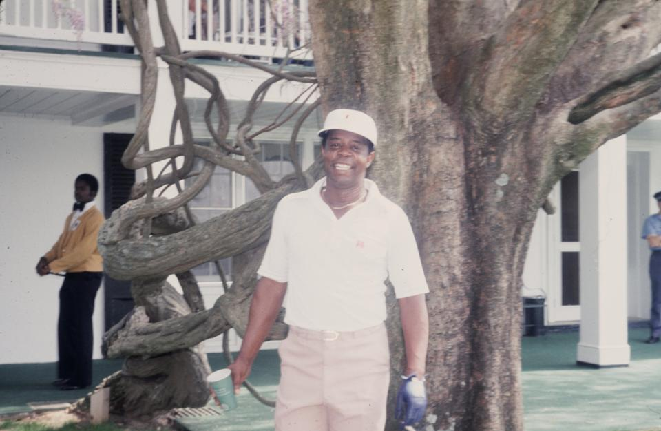 Lee Elder beside the famed oak at Augusta in 1978. (Photo by Augusta National/Getty Images)