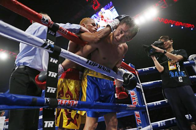 China's double Olympic gold medalist Zou Shiming, right, fights with Thailand's Amnat Ruenroeng during their IBF flyweight title belt boxing match at the Venetian Macao in Macau, Saturday, March 7, 2015. Ruenroeng won the IBF flyweight title belt boxing match. (AP Photo/Kin Cheung)
